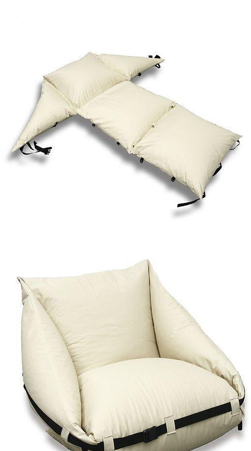 Идея кресла из подушек, которое держится, когда их стягивают стропой.