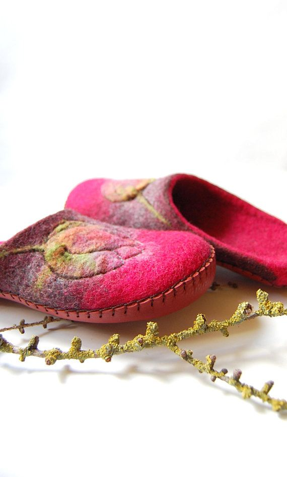 Women house shoes - felted slippers - fuchia wool slippers - tulips art slippers. Handmade felted slippers are made using all natural products -100% wool, water and olive oil soap. Soles are covered with natural leather. These colourful slippers are for women. Size- to order. You will be
