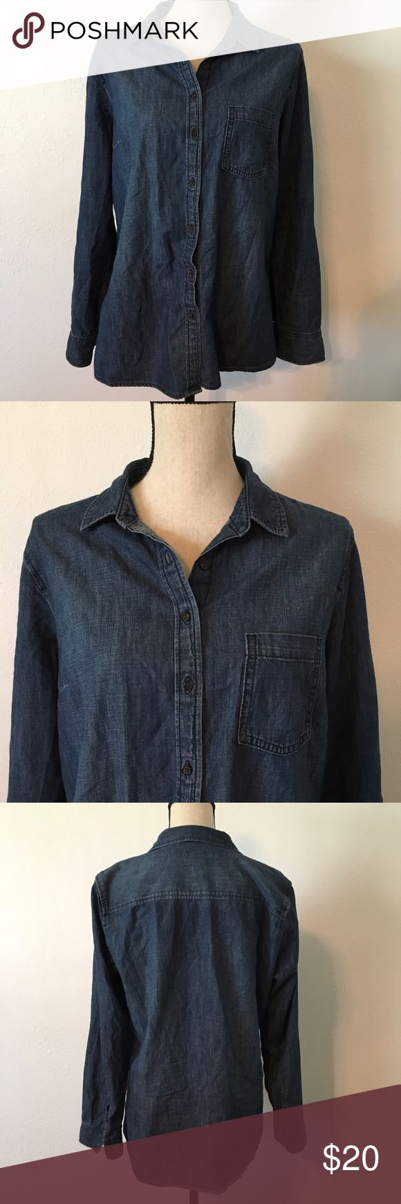 GAP Boyfriend Fit Denim Shirt In like new condition. So cute! make an offer(: if you like more than one item, ask me for a deal;) GAP Tops Button Down Shirts