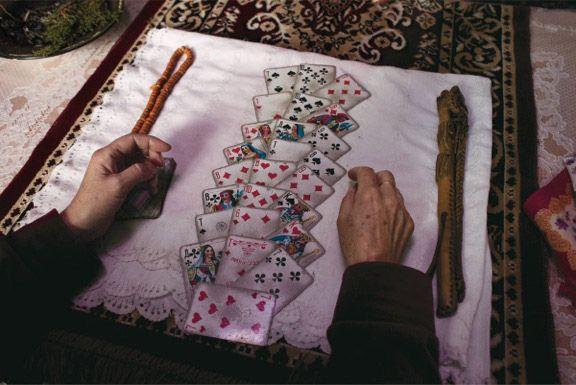 """Carolyn Drake """"Il ritorno degli sciamani"""" - dicembre 2012 - Talas, Kirghizistan // Con un'illustre carriera – che include premi Guggenheim e Fulbright – Carolyn Drake si sente in parte artista e in parte giornalista. «Faccio fotografie perché è un modo di imparare attraverso l'esperienza. Quando è qualcosa di fisico ed emotivo imparo di più.»"""