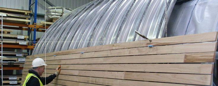 Muchos supimos de los bellísimos tejados de shake and shingle[1] de madera de cedro rojo del Pacífico americanos, por primera vez, de verlas en las clásicas películas del Oeste. Son habituales en E…