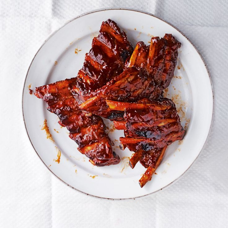 Michelin Star chef Tong Chee Hwee talks us through his unique recipe for sticky and tender Chinese-style ribs. The jasmine tea imparts a gentle smokiness without being overpowering.