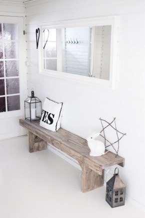 I like the Bench in Wood The entry is too white ... for an entry ...