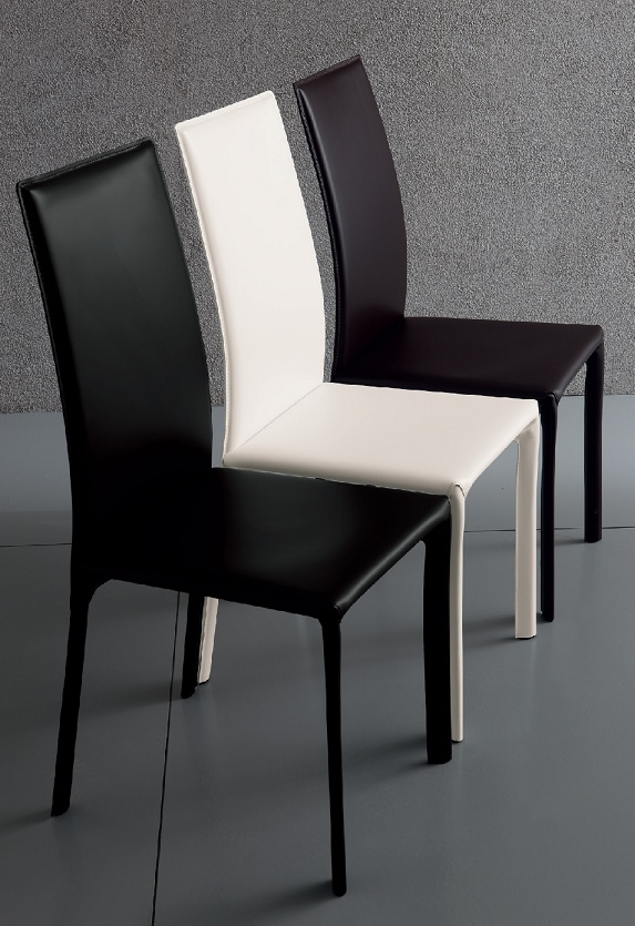 President Chair by Sedit in cowhide or reclaimed cowhide: elegant and modern line with high back.