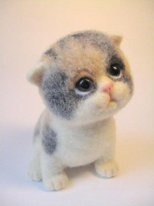 Из умелых рук мастерицы Татьяны Бараковой появляются на свет из шерсти очень добрые, наивные и очаровательные войлочные котята, ёжики, зайцы и многие другие зверята.Войлочные игрушки - котенок. Фото