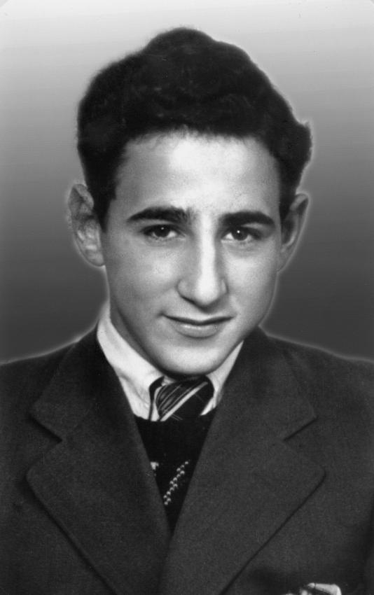 Frank Sachnowitz from Larvik, Norway, was arrested at the age of 17 on October 26, 1942. He was deported to Auschwitz, where his father and five brothers and sisters were murdered. Frank was selected for the skeleton exhibit of nazi doctor August Hirtz. Frank died in the gaschamber of KZ Natzweiler-Struthof.