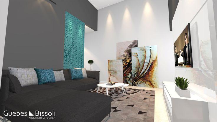 Sofá cinza com almofadas em tons de azul e branco numa sala grande com cobogó azul.