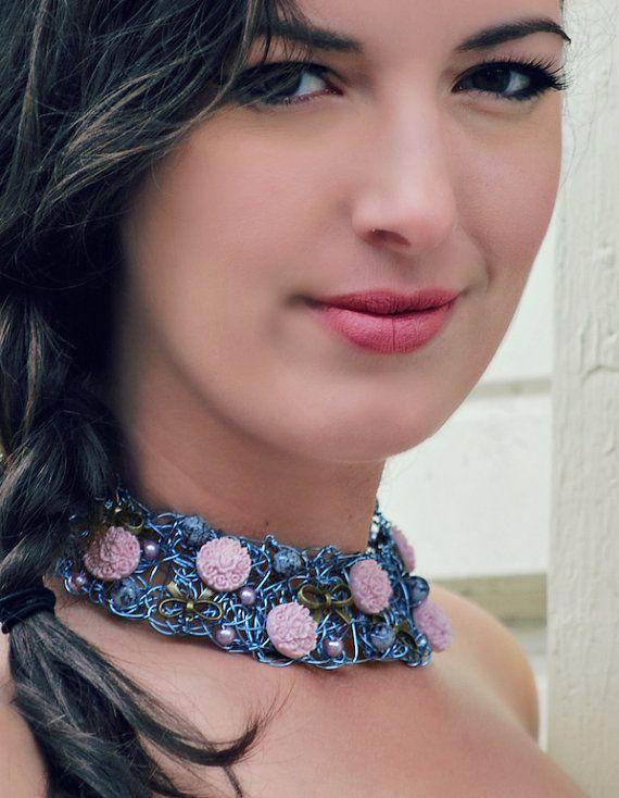 Collier de fil de cuivre bleu fait de perles de par BoutiqueAnnik