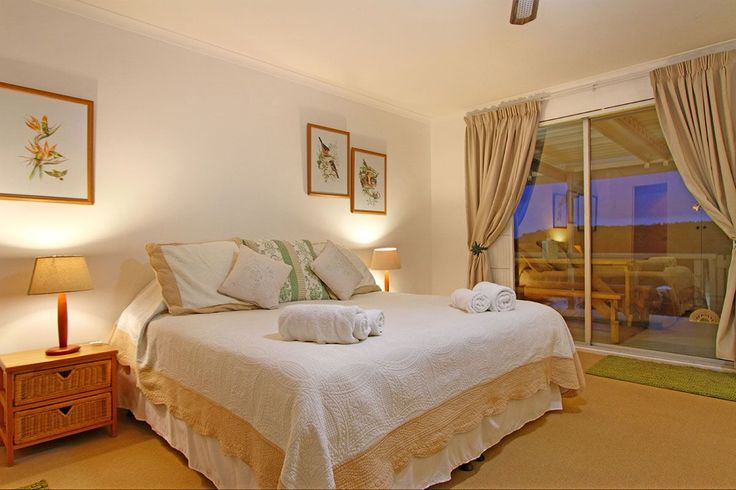 Self catering accommodation, Scarborough, Cape Town  Main bedroom   http://www.capepointroute.co.za/moreinfoAccommodation.php?aID=493