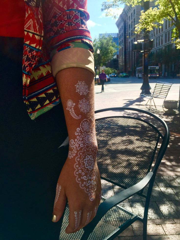 1 foglio di bianchi tatuaggi all'hennè, hennè tatuaggi, tatuaggi di pizzo bianco, bianco tatuaggi, tatuaggi sposa, sposa tatuaggi, tatuaggio di Dania di LimeLightTattoos su Etsy https://www.etsy.com/it/listing/245688669/1-foglio-di-bianchi-tatuaggi-allhenne