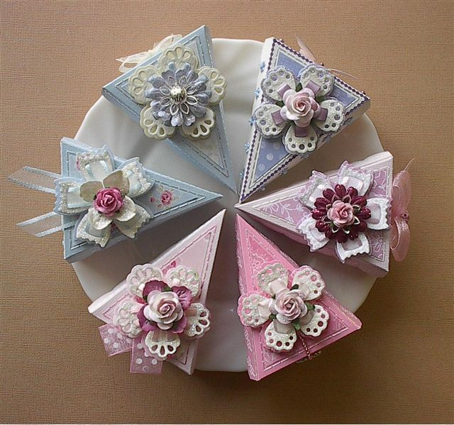 Quilled Paper Cake Boxes - by: EL8515Bovenaanzicht.                    ~ LOOKS GOOD ENOUGH TO EAT -YUMMY❗️⭐️⭐️❗️➕ ‼️‼️‼️➕‼️