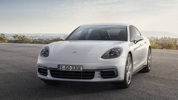 Гибридный седан Порше Панамера S E-Hybrid 2018 / Porsche Panamera Turbo S E-Hybrid 2018 – вид спереди