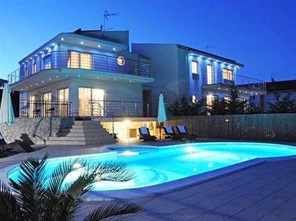 Modernes Design Ferienhaus in der Kvarner Bucht, nahe Opatija. Bei fewoVista.
