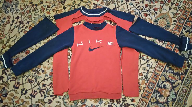 Lapselle pusero isän vanhasta Nike -collegesta. Resorit Lingon&Blåbär -trikoohousuista. Reuseage of an old Nike sweatshirt - from a big size to a small size.