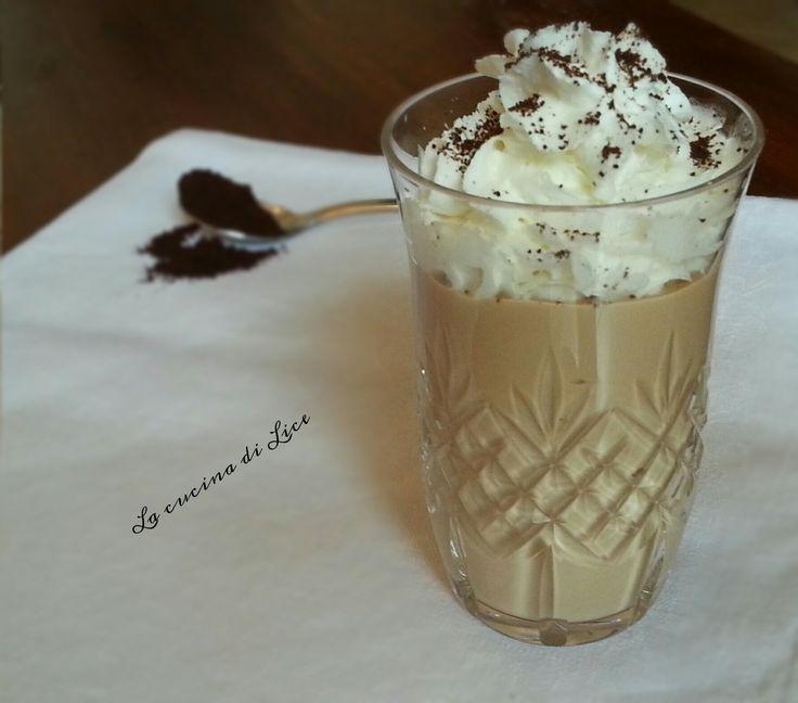 Se avete voglia di coccolarvi con un ottimo dessert, da preparare in neanche 5 minuti, questa crema al caffè è proprio quello che fa per voi.