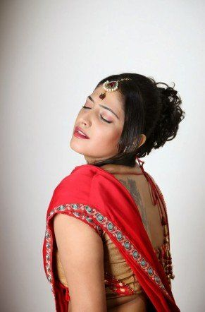 Hari Priya Hot Expression