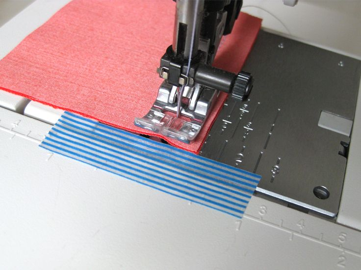 Sewing corners - strip tape perpendicular to needle plate guidelines, marker at an appropriate distance / sewing tips // pattydoo