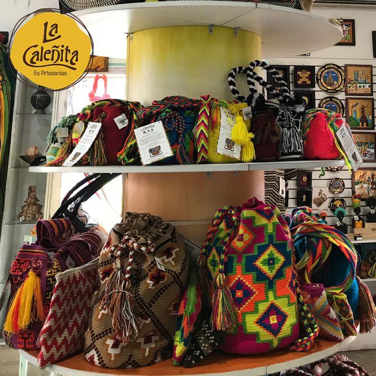 Las primeras comunidades que se vienen a la mente de la gente cuando hablan de bolsos artesanales es la Wayúu. 🙆👛❤ #ArtesaniasColombianas #ArtesaniasWayuuArtesanias #WayuuGuajira