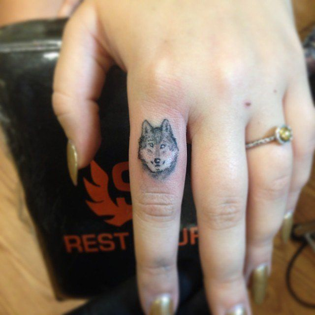 22 Small Wolf Women Tattoo Ideas: 36 Best Images About Tattoos On Pinterest