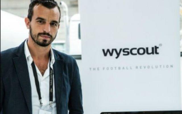 La tecnologia digitale entra nello sport, l'esempio del Leicester di Ranieri Il riferimento è Wyscout, uno strumento utilizzato da centinaia di allenatori di calcio, club professionistici e agenzie sportive per la ricerca e lo studio dei calciatori di quasi ogni campionato de #digitale #innovazione #professioni #sport