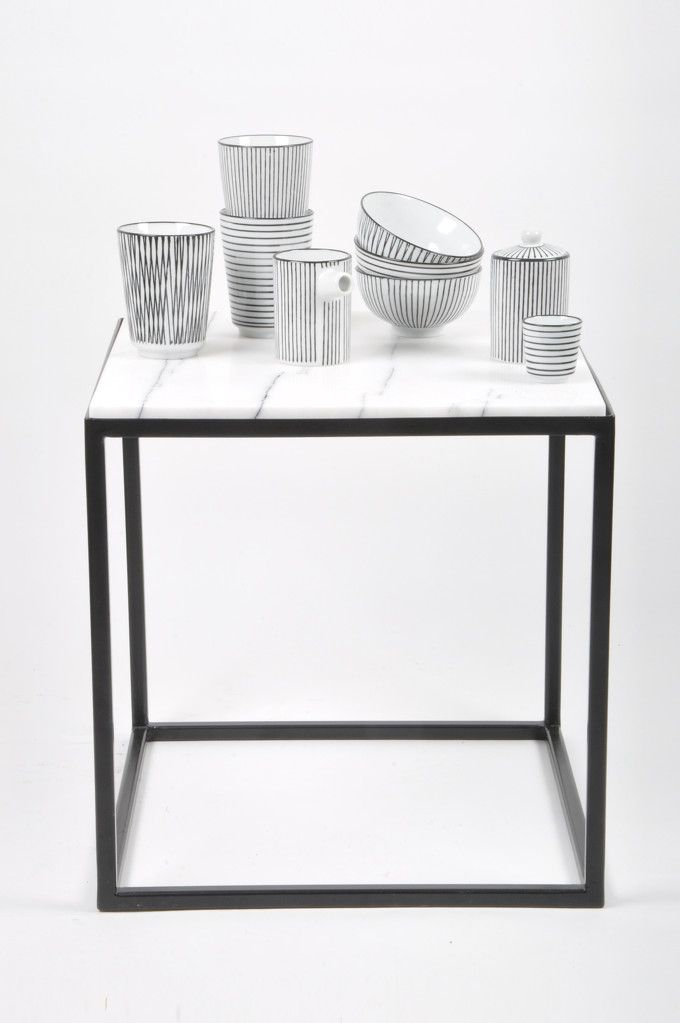 ausgefallene geschirr und bucherschrank designs. Black Bedroom Furniture Sets. Home Design Ideas