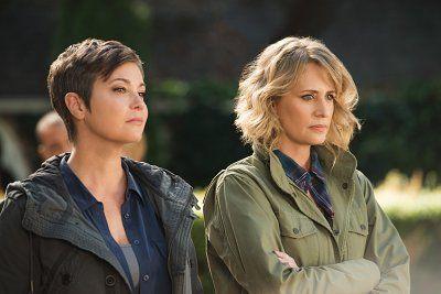 Kim Rhodes and Samantha Smith in Supernatural (2005)