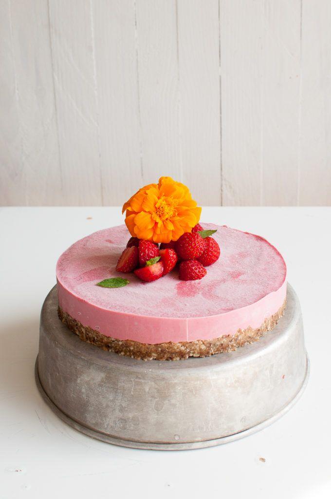 Vegan Strawberry cheese cake. Gluten free   Refined sugar free   Only 8 ingredients
