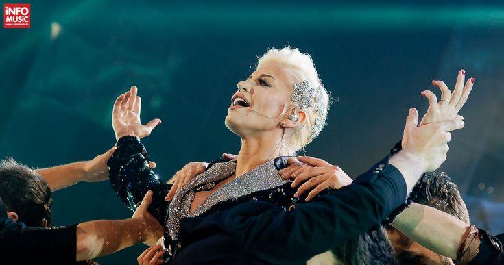 Urmăriți galeria de poze de la concertul REVERIA susținut de Loredana la Sala Palatului pe 25 octombrie 2014. Fotografii Loredana - Reveria