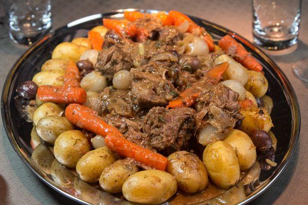 Γαλλική συνταγή: ελιά μοσχαριού μπραιζέ Αρλεζιέν (Daube de boeuf Arlésienne)