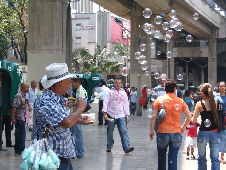 La lengua de Miguel de Cervantes y de Gabriel García Márquez se habla mejor en Medellín, Colombia, que en la muy castellana ciudad española de Valladolid. Esta es, al menos, la opinión del lingüista Enrique Balmaseda, profesor de Lengua Española en la Universidad de la Rioja, por cierto la región de España a la que…