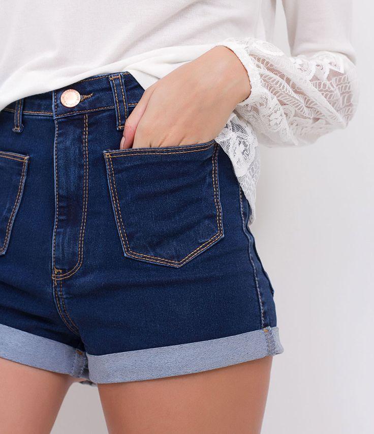 Short feminino    Modelo cintura alta    Barra dobrada    Com bolsos frontais    Marca: Blue Steel    Tecido: jeans    Composição: 67% algodão, 30% poliéster e 3% elastano    Modelo veste tamanho: 36         Medidas da modelo:         Altura: 1,71    Busto: 84    Cintura: 61    Quadril: 88         COLEÇÃO VERÃO 2017         Veja outras opções de    shorts jeans.             Jeans     Jeans por toda parte! Nesta temporada o jeans aparece mais destruído, com lavagens manchadas e tecido…