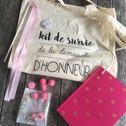 Un tote bag 'Kit de survie pour demoiselle d'honneur' où vous glisserez tout le nécessaire pour offrir à votre demoiselle d'honneur lors de votre joli jour :) Vendu à
