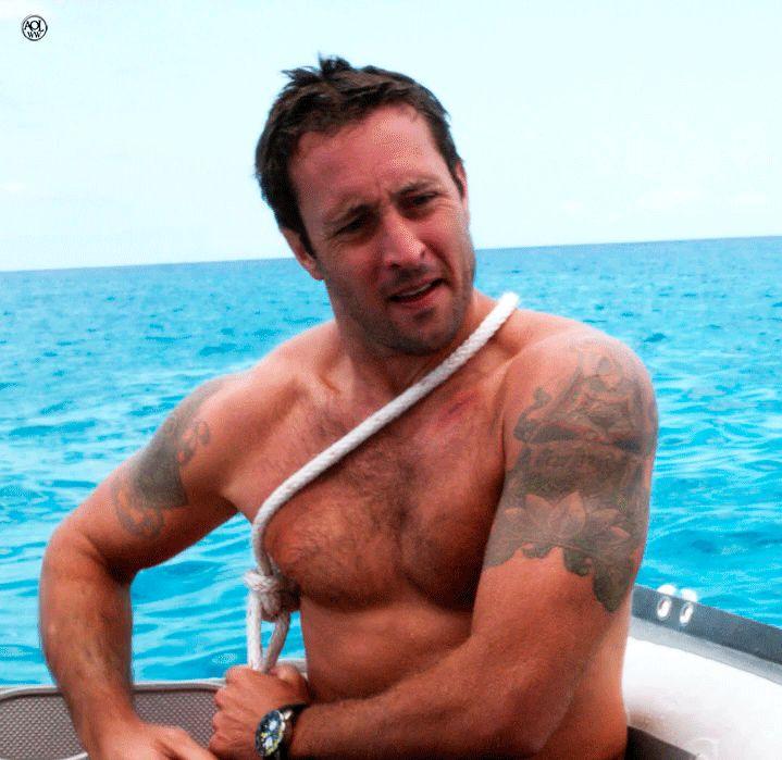 Topless Tuesday #AlexOLoughlin  
