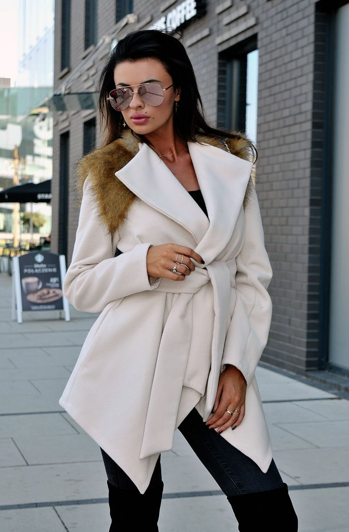 Prima pagina :: Imbracaminte dama :: Geci, jachete, pardesie :: Paltoane dama :: Palton asimetric cu blanita O LA VOGA - ecru 20004-3