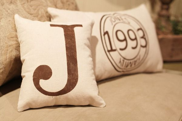 stenciled pillow tutorial: Freezers Paper, Monogram Pillows, Pillows Gifts Ideas, Pillows Tutorials, Diy Personalized Pillows, Monograms Pillows, Granny Squares, Stencil Pillows, Wedding Gifts