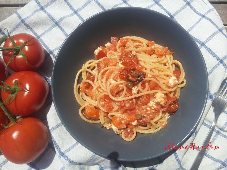 MemoRandom: Spaghetti al pomodoro con feta al forno e pomodorini confit.