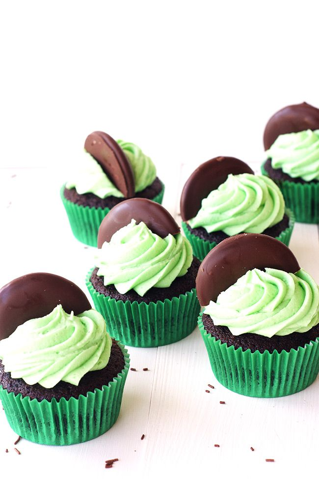 Mint Chocolate Cupcakes | Sweetest Menu