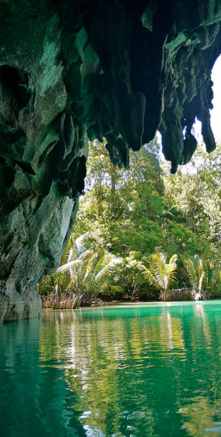 Puerto Princesa underground river near Sabang in St. Paul's Mediterranian National Park, Philippines • photo: Rita Willaert on Flickr