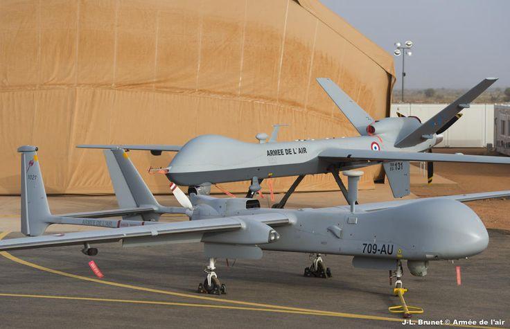 """Les drones Reaper passent le cap des 4 000 heures de vol. 15/04/2015 Sources : Etat-major des armées Depuis janvier 2013, dans le cadre de l'opération Barkhane, l'escadron de drones 1/33 """"Belfort"""" de Cognac est déployé avec deux drones Harfang au sein du détachement Air (DETAIR) de Niamey. Au mois de décembre 2013, deux drones MQ-9 Reaper ont rejoint le dispositif afin de renforcer les capacités de surveillance et de renseignement de Barkhane. Ces derniers viennent de franchir le cap des 4…"""
