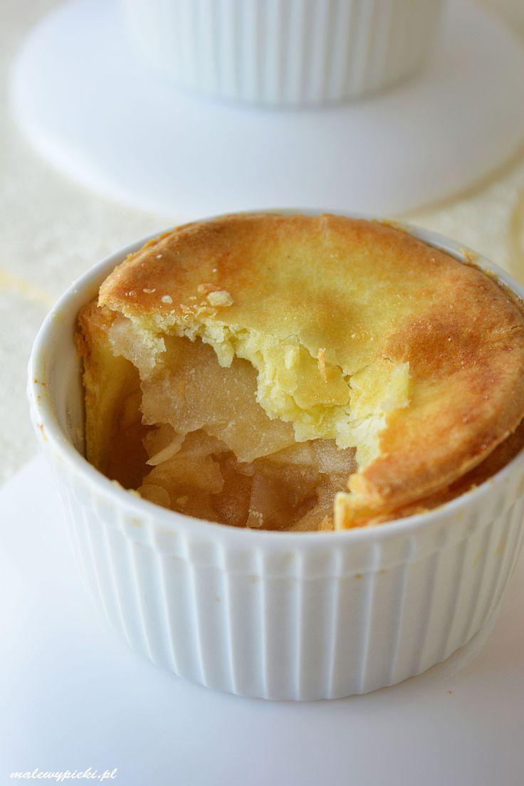 Alternatywa szarlotki, jabłka zapiekane w kokilkach wyłożonych bezglutenowym kruchym ciastem. Najlepsze w duecie z lodami śmietankowymi.