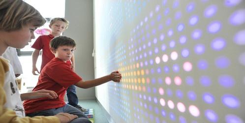 Zieke kinderen van MMC krijgen als eerste een interactieve muur