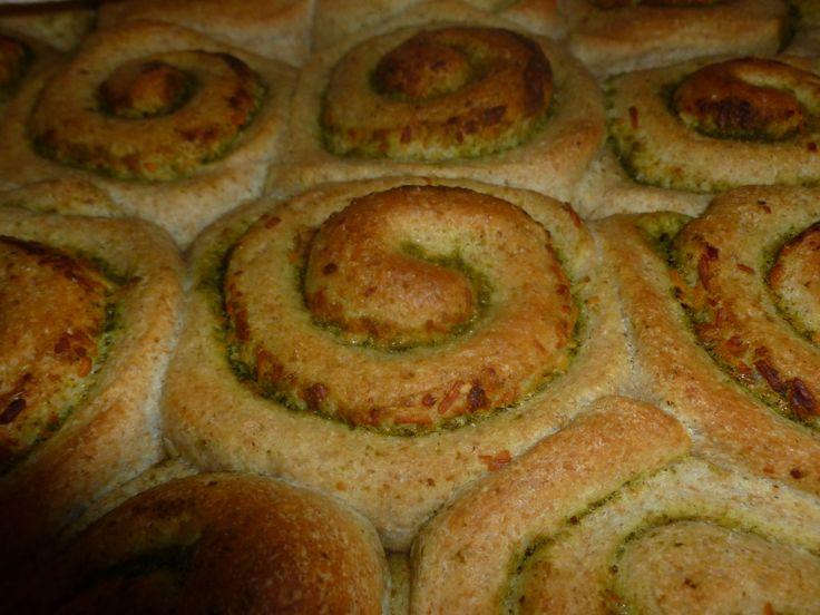 Rollitos semi integrales de pesto by Pan de Loto