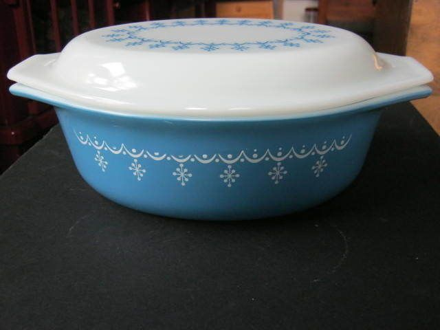 SOLD!! Vintage Pyrex #043, Snowflake Garland Blue, 1 1/2 Qt. Casserole with Lid.