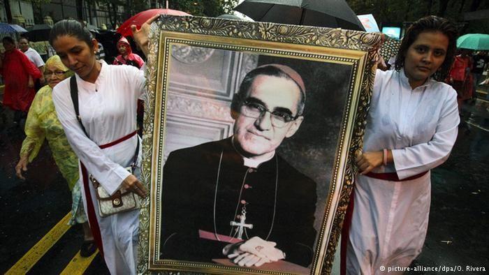 Emotiva beatificación de monseñor Romero | América Latina | DW.DE | 23.05.2015