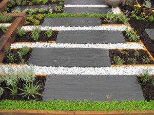 Allée de jardin minérale et végétale