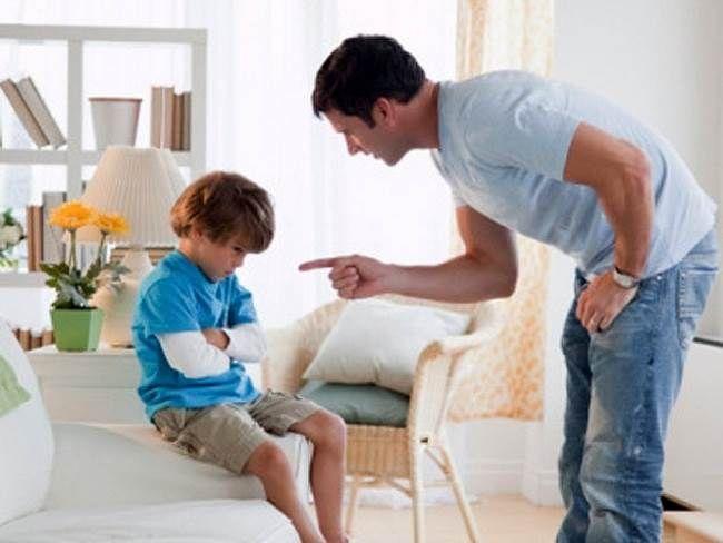 Обратная сторона запретов - барьер для детей Порой любовь и опека родителей к своему ребенку выступает за рамки обычной заботы, чем наносит вред воспитанию и поведению чада. Это естественно, что мама переживает за здоровье и благосостояние ребенка, но ограждая его от внешнего мира, она тем самым лишает ребенка возможности учиться на собственных ошибках. А это единственное, что хоть как-то сможет образумить подростка.