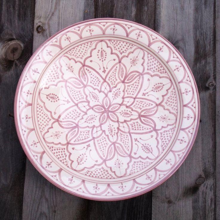 Marokkolainen keraaminen vaasi, käsin tehty & maalattu.  Korkeus 20cm Väri Valkoinen mustalla kuvioinnilla