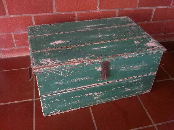 Wooden Kist with removable tray inside