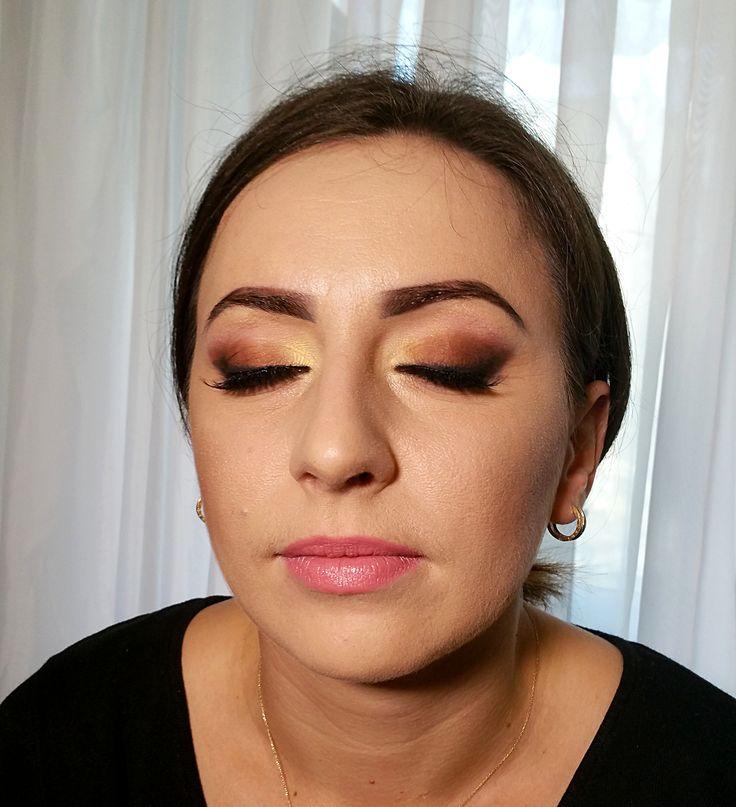 smokey liner airbrush makeup