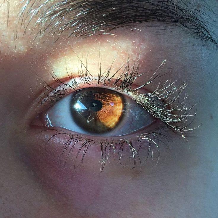 отзывах желтые глаза у людей фото полка